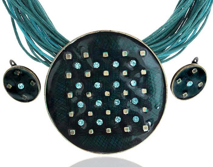 Комплект Звездное небо: ожерелье и серьги. Текстиль, бижутерное стекло, цветная эмаль, гипоаллергенный ювелирный сплав. Lisa Lone, Испания184 600E 12Комплект Звездное небо: ожерелье и серьги. Текстиль, бижутерное стекло, цветная эмаль, гипоаллергенный ювелирный сплав. Lisa Lone, Испания. Размер: Ожерелье - полная длина 48-56 см, регулируется за счет застежки-цепочки. Серьги - диаметр 1,5 см.
