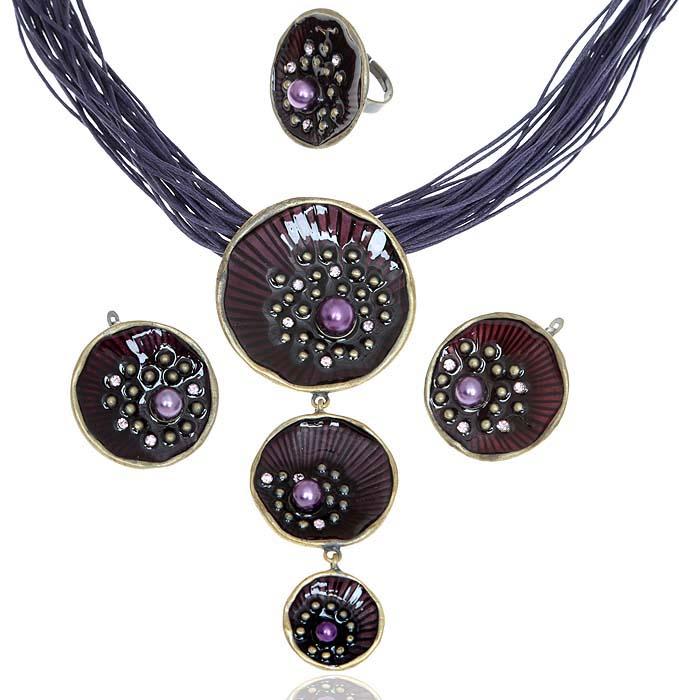 Комплект Каприз: ожерелье, кольцо и серьги. Текстиль, бижутерное стекло, цветная эмаль, гипоаллергенный ювелирный сплав. Lisa Lone, Испания10099842Комплект Каприз: ожерелье, кольцо и серьги. Текстиль, бижутерное стекло, цветная эмаль, гипоаллергенный ювелирный сплав. Lisa Lone, Испания. Размер: Ожерелье - полная длина 48-56 см, регулируется за счет застежки-цепочки. Серьги - диаметр 3,5 см. Кольцо - размер регулируется.