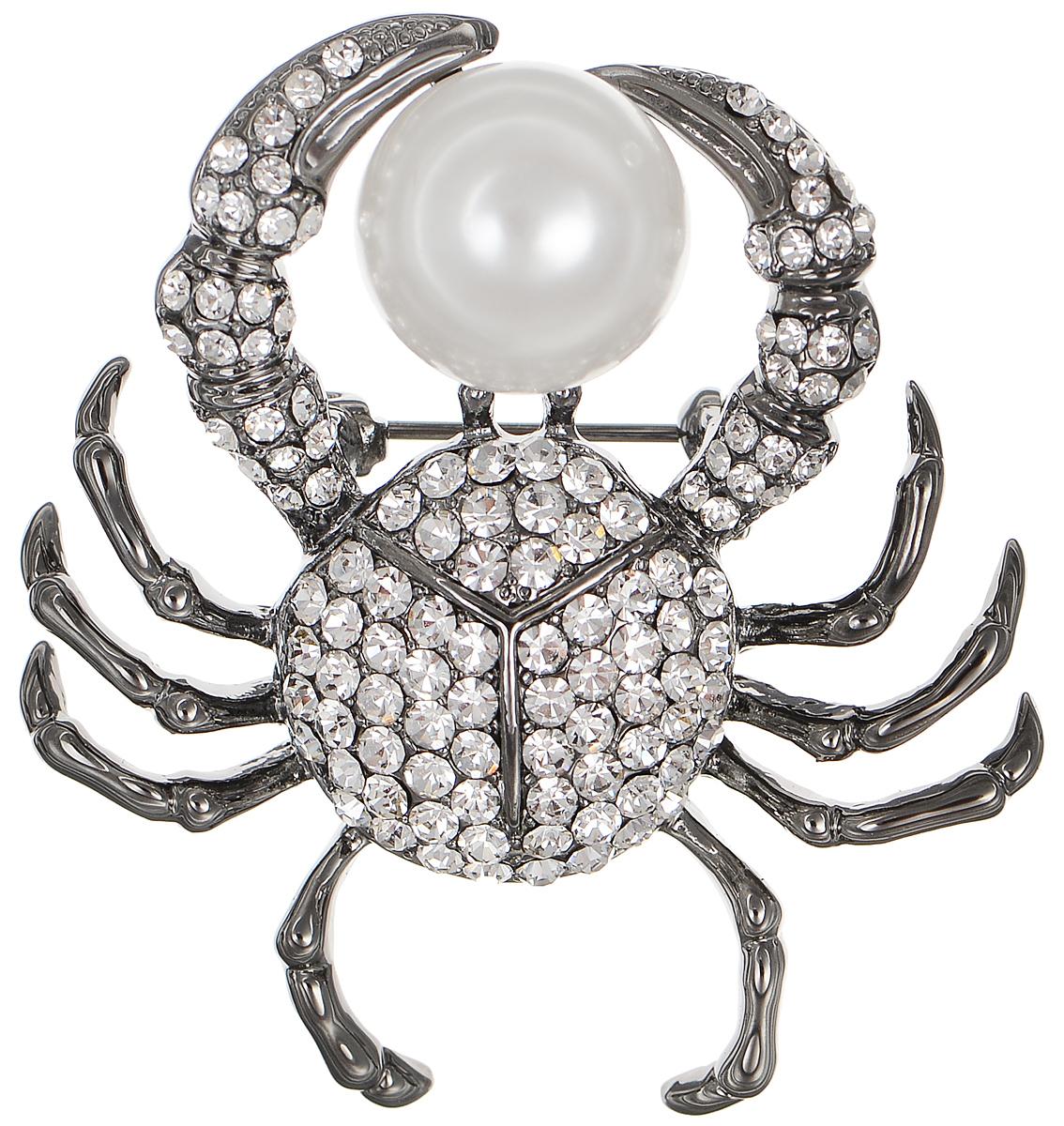 Брошь Selena Street Fashion, цвет: антрацитовый, белый. 3002652030026520Оригинальная брошь Selena Street Fashion изготовлена из металла с родиевым покрытием. Брошь, выполненная в виде краба, дополнена кристаллами Preciosa и искусственным жемчугом. Изделие крепится с помощью замка-булавки. Такая брошь позволит вам с легкостью воплотить самую смелую фантазию и создать собственный неповторимый образ.