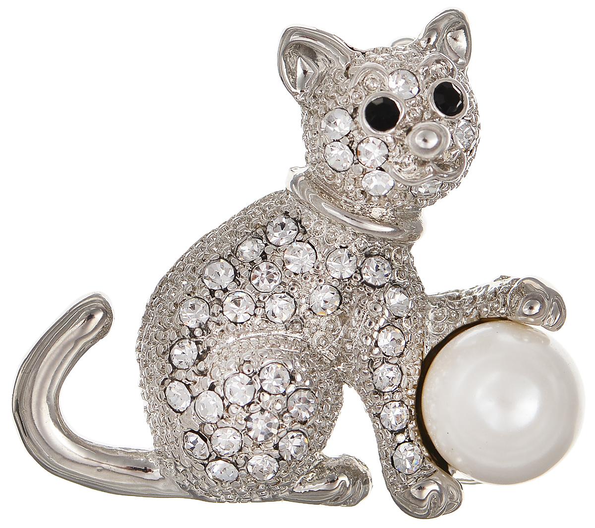 Брошь Selena Street Fashion, цвет: белый, серебристый. 3002669030026690Оригинальная брошь Selena Street Fashion изготовлена из латуни с родиевым покрытием. Брошь, выполненная в виде кошки, дополнена кристаллами Preciosa и искусственным жемчугом. Изделие крепится с помощью замка-булавки. Такая брошь позволит вам с легкостью воплотить самую смелую фантазию и создать собственный неповторимый образ.
