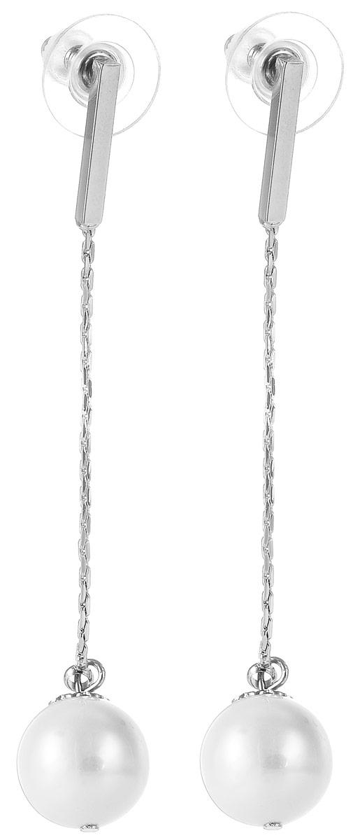 Серьги Selena Street Fashion, цвет: серебристый, белый. 2008940020089400Стильные серьги Selena Street Fashion изготовлены из металла с родиевым покрытием. Серьги выполнены в виде цепочек и дополнены бусинами из натурального перламутра. Застегиваются серьги на замок-гвоздик с заглушками. Такие серьги будут прекрасным дополнением вашего образа.