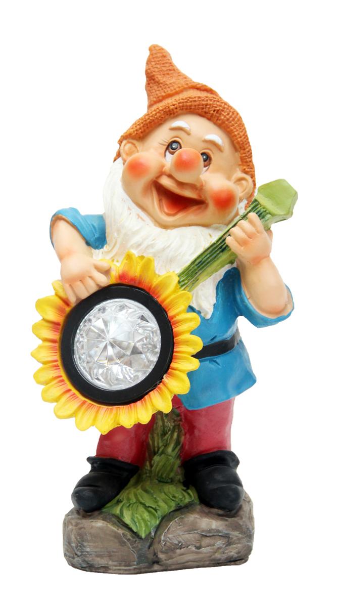 Садовый светильник Magic Home Гном с подсолнухом, 13 х 14 х 25 см41369Садовый светильник на солнечных батареях дополнит Ваш сад не только днем, но и ночью. Характеристика : питание от никель-металл-гидридного аккумулятора мощностью 300 ампер-час, тип АА, напряжение 1.2 В, включен в комплект, из полирезины