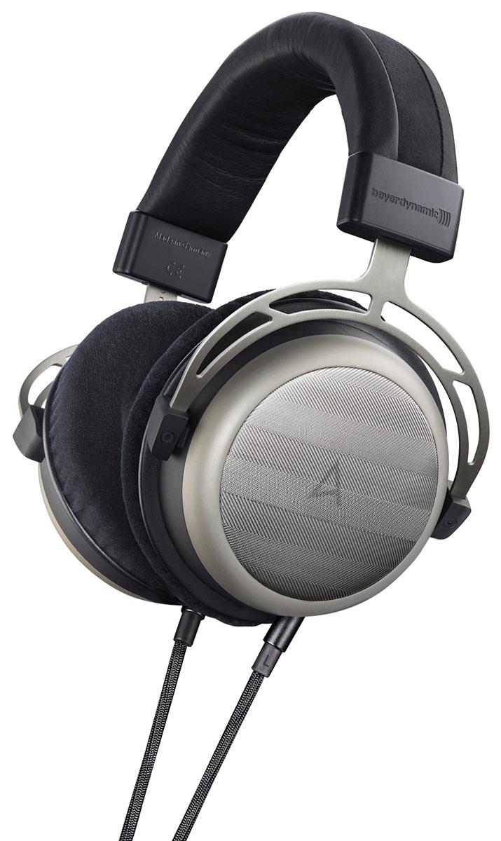Astell&Kern AKT1p наушники8809440331161Наушники Astell&Kern AKT1p - модель с новыми улучшенными драйверами Тесла и еще более низким сопротивлением. Пользователи по достоинству оценят впечатляющее объёмное звучание, съёмный кабель и уникальный премиальный дизайн AK T1p. Astell&Kern АК T1p выполнены вручную с большим вниманием ко всем деталям. Одним из самых передовых решений в производстве наушников является технология Тесла. Тесла - это единица измерения индукции магнитного поля, названная в честь первооткрывателя переменного тока Николы Тесла. В наушниках Astell&Kern AKT1p были применены мощные магниты с индукцией, превышающей одну Теслу, благодаря чему достигается высокий уровень чувствительности. До сегодняшнего дня у тех, кто желал насладиться исключительным звучанием T1, не было возможности расслабиться перед своей аудиосистемой с любимым напитком в руке. Ведь несмотря на мощные Tesla- преобразователи, флагманским наушникам всё равно требовался не менее мощный Hi-Fi усилитель. Однако, новые AK...