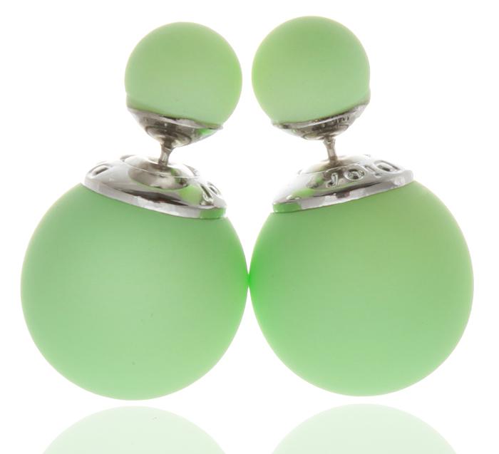 Серьги-шары Вероника. Бусины светло-зеленого цвета, бижутерный сплав серебряного тона. Arrina, Гонконгf704f806Двухсторонние серьги-шары Вероника. Бусины светло-зеленого цвета, бижутерный сплав серебряного тона. Arrina, Гонконг. Размер - диаметр 1,5 см. Серьги-шары - самый модный тренд в этом сезоне!