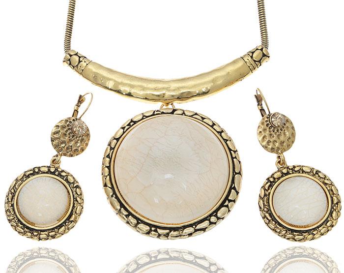 Комплект Вестерос: ожерелье и серьги от D.Mari. Ювелирный пластик, золотистые кристаллы, бижутерный сплав золотого тона. ГонконгT-B-6060-EARR-SL.PEARLКомплект Вестерос: ожерелье и серьги от D.Mari. Ювелирный пластик, золотистые кристаллы, бижутерный сплав золотого тона. Гонконг. Размер: Ожерелье - полная длина 35-46 см, размер регулируется за счет застежки-цепочки. Серьги - 7 х 3 см.
