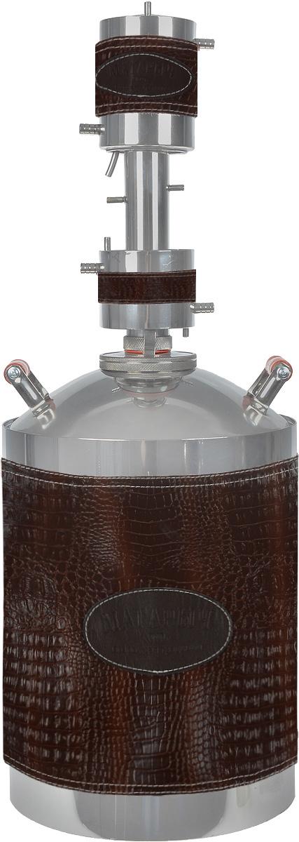 Магарыч Машковского БККР 20, Brown Leather дистилляторМАГАРЫЧ БККР 20 ЭкокожаБытовой дистиллятор Магарыч Машковского БККР 20 - это совершенство в каждом штрихе. Используемая при изготовлении самогонного аппарата сталь гигиенична, гипоалергенна и не взаимодействует с жидкостью внутри куба в отличие от многих представленных на рынке аппаратов. Применение стального нержавеющего листа толщиной 1 мм обеспечивает приблизительный срок службы аппарата 5 лет. Дефлегматор Магарыча Машковского состоит из водяной рубашки. Благодаря использованию рубашки вместо обычного змеевика удалось увеличить площадь охлаждения и конденсации пара до 374 см2. Это позволило увеличить производительность аппарата до 2 литров в час. В отличие от старых моделей, где диаметр трубок, по которым идет пар, составлял 8 мм, в новом аппарате диаметр царги составляет феноменальные 38 мм. Это исключает возможную закупорку отверстий частицами браги (жмыхом, ягодами) во время кипения. Чтобы еще больше увеличить производительность и на выходе...