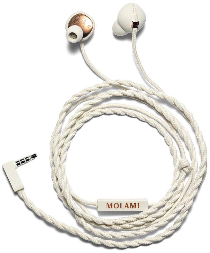 Molami Stitch, White Copper наушники15118047Molami Stitch – это первоклассное звучание и стиль, которые соединились в компактных наушниках-вставках. Уникальная функциональная особенность квадратного силуэта c круглой вставкой позволяет Stitch комфортно располагаться в ваших ушах, пока вы наслаждаетесь любимой музыкой. Сочетание матового белого цвета и золотых деталей делает эту модель оригинальным стильным аксессуаром, который идеально дополняет коллекцию Molami. Особенности: Современный утонченный дизайн Мощный звук при минимальных искажениях Сменные амбушюры Функция гарнитуры