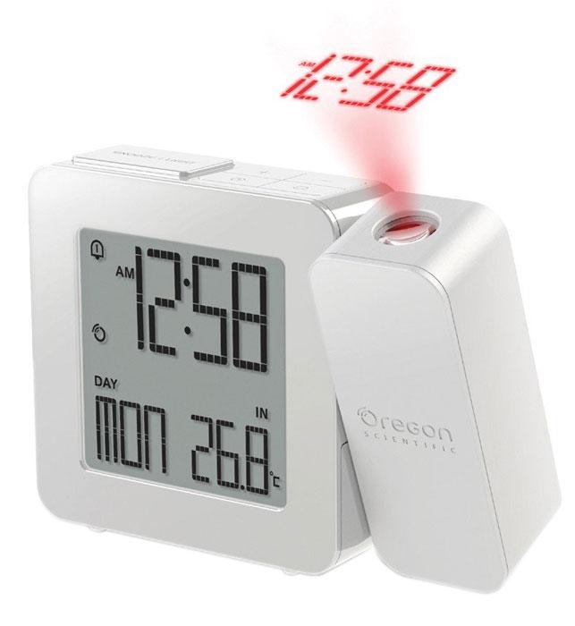 Oregon Scientific RM338-P, White часы проекционныеRM338P-wПроекционные часы Oregon Scientific RM338-P с термометром. Сохраняя баланс между привлекательной ценой и достойным качеством, компания Oregon Scientific реализовала проекционные часы с термометром - RM338-P. Устройство специально для тех, кто не желает оставаться заурядным, а напротив - любит стиль и оригинальность. Вы никогда не забудете узнать температуру, погоду или время. При пробуждении, лежа на кровати, удобную подачу информации создаст проекция, которая отобразит данные на любой поверхности. А проснувшись ночью, можно узнать время не поднимая головы с подушки. Поворот проектора предполагает возможность изменения угла проецирования на 180 градусов. Эта функция даст возможность увидеть время в виде светящихся цифр или иконок с погодой на стене или потолке. Фокусное расстояние: 1,5 м - 2 м (фиксированное) Радиоконтролируемые часы Двойной будильник