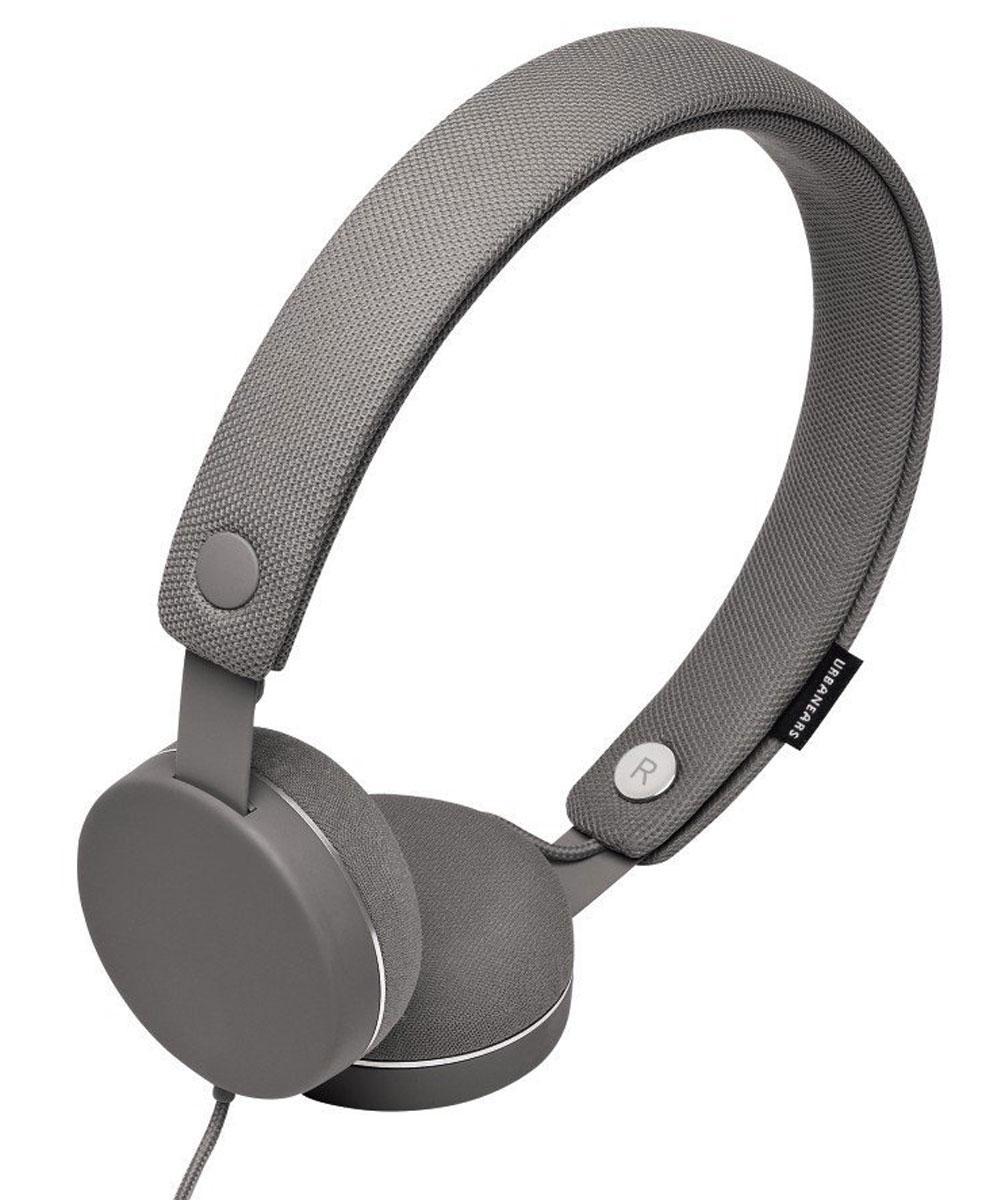 Urbanears Humlan, Dark Grey наушники10102311Urbanears Humlan - это накладные наушники с богатым динамичным звуком, которым вы можете поделиться с другими посредством разъёма ZoundPlug. Отличительной чертой Humlan являются съёмные оголовье и амбушюры, которые можно стирать. У наушников также есть традиционные для Urbanears микрофон и пульт управления приёмом звонков. Humlan - всегда свежие впечатления даже от знакомой музыки! ZoundPlug - это разъём, позволяющий поделиться вашей музыкой с другом. Просто подключите его наушники к вашим Humlan через свободный порт. Сегодня большинство плееров являются также и телефонами. Поэтому все наушники Urbanears имеют микрофон и пульт управления, с помощью которого можно принимать входящие звонки или переключать треки.