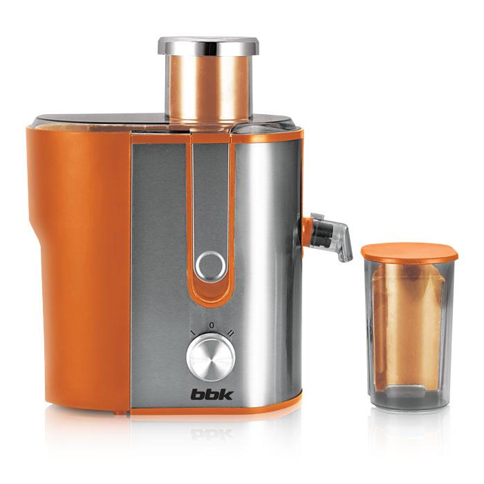 BBK JC060-H02, Orange Metallic соковыжималкаJC060-H02 о/мДля людей, ведущих здоровый образ жизни, соковыжималка является, пожалуй, одним из самых полезных и любимых бытовых устройств. И BBK JC060-H02, обладающая мощностью 600 Вт, прекрасно справится с задачей по обеспечению организма витаминами. Загрузочная горловина достаточно широкая для целых яблок и крупных овощей и фруктов. Фильтр-сепаратор с лезвиями долговечен, поскольку изготовлен из высококачественной стали. Соковыжималка устойчиво стоит на поверхности благодаря прорезиненным ножкам. Функция антикапля обеспечит чистоту рабочей поверхности.