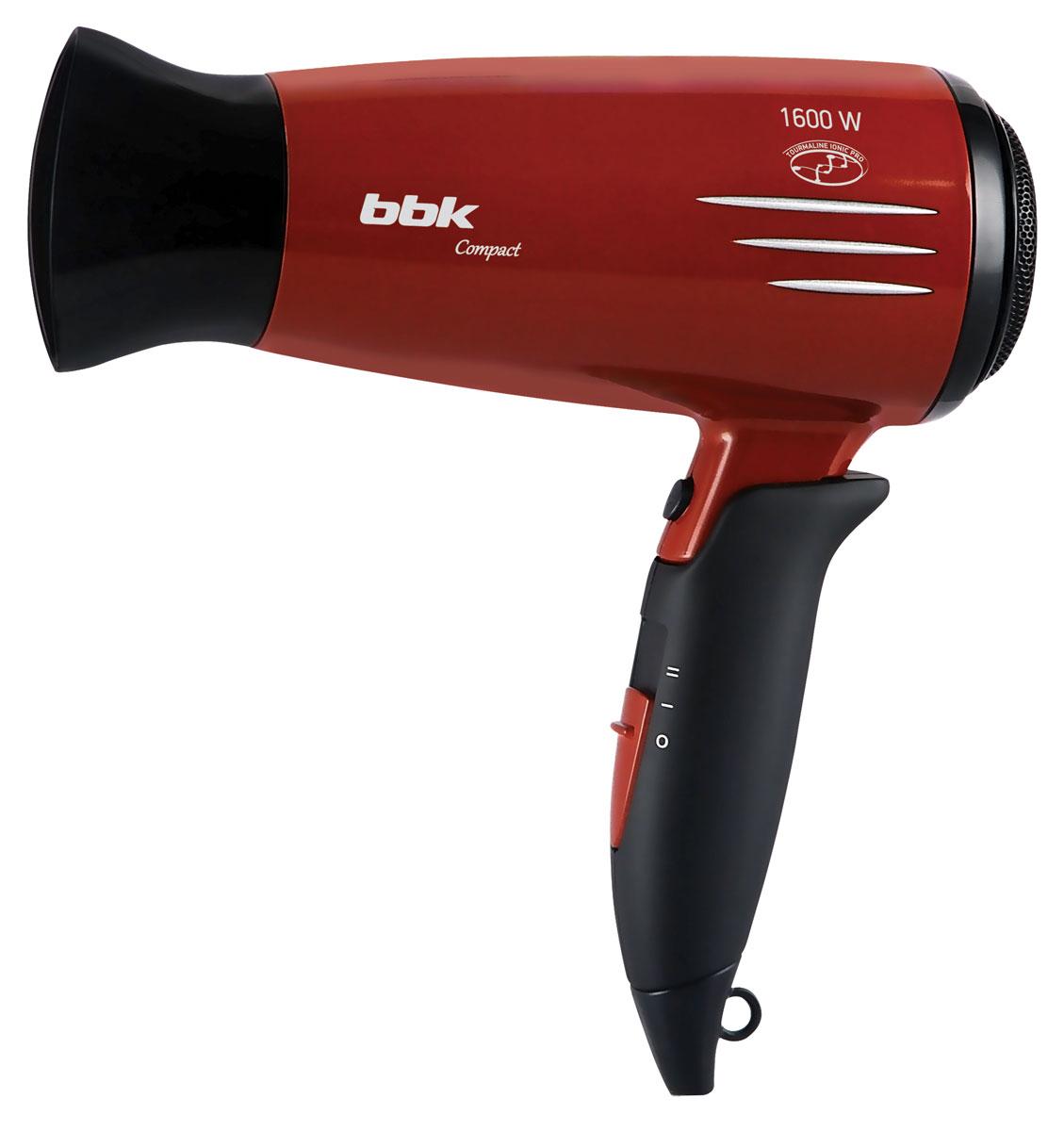BBK BHD1605i, Cherry Black фенBHD1605i виш/черМодель BBK BHD1605i на все сто оправдывает название - благодаря складной ручке с покрытием soft-touch фен никогда не выскользнет из рук, малые размеры и небольшой вес повышают комфорт при обращении с ним, а ионизация и турмалиновое покрытие решетки сохраняют здоровье и привлекательный внешний вид волос. Входящий в комплект концентратор позволяет по очереди обработать каждую прядь для максимального эффекта укладки, переключатель температуры и скорости - подобрать режим для интенсивной или щадящей сушки. Режим холодного воздуха способствует закреплению полученного результата. В комплект входит удобная сумка-чехол для бережного хранения и транспортировки изделия.