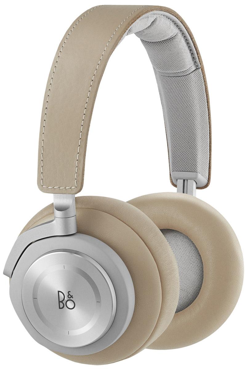 Bang & Olufsen BeoPlay H7, Natural беспроводные наушники1643046Bang & Olufsen BeoPlay H7 - беспроводные наушники с поддержкой технологии Bluetooth версии 4.2, аудиокодеков aptX и AAC. Наушники оснащены емким литий-ионным аккумулятором, полного заряда которого хватит примерно на 20 часов прослушивания музыки при средней громкости. В случае полного разряда батареи наушники можно подключить и с помощью входящего в комплект традиционного соединительного кабеля. Зарядить аккумулятор можно через интерфейс USB как от сетевого блока питания, так и от ПК. В конструкции наушников также применяются отборные материалы высокого качества, а их сборка производится вручную. Сравнительно небольшой вес сделали данную модель комфортной при длительном ношении, а также удобной для использования в дороге. Хорошая шумоизоляция позволяет получить высокое качество звука даже на невысокой громкости, что дополнительно продлевает время работы от автономного источника питания. Кроме того, наушники оснащены весьма полезной функцией...
