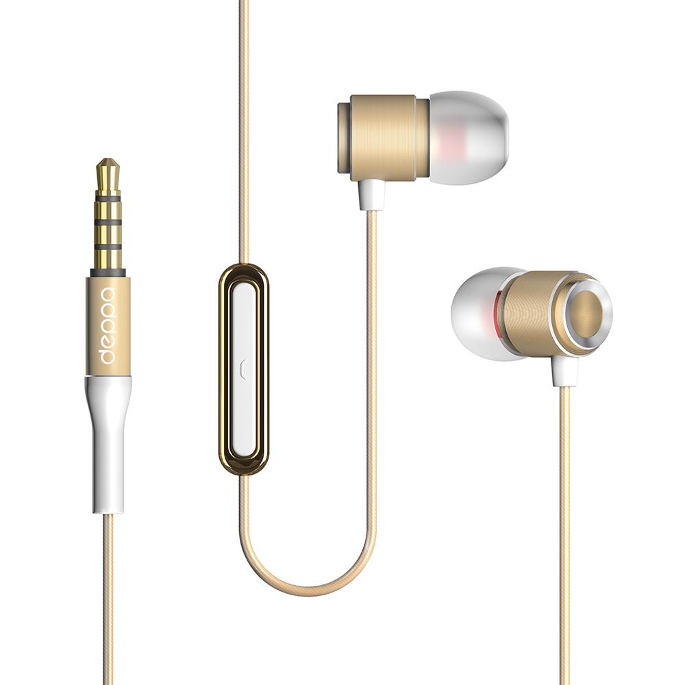Deppa Stereo Alum Pro, Gold cтереогарнитура44152Стильная гарнитура Deppa Stereo Alum Pro пригодится в случае, если нужно разговаривать по мобильному телефону, а руки должны быть свободны, например, за рулем автомобиля или во время занятий спортом. Мягкие амбушюры обеспечивают комфорт и хорошую звукоизоляцию. Динамики гарнитуры подарят чистый и яркий звук своему владельцу на всех диапазонах частот. Гарнитура совместима с любым видом устройств с выходом 3,5 мм. В комплекте амбушюры трех размеров.
