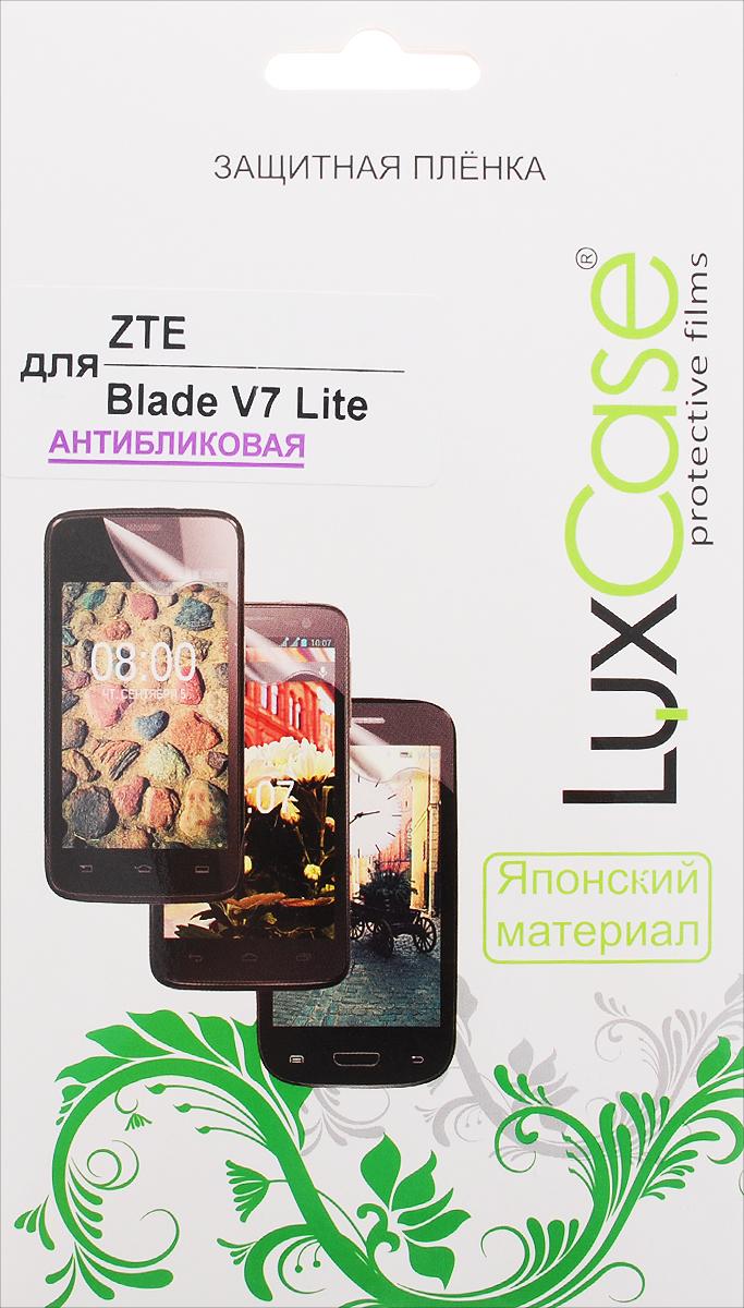 LuxCase защитная пленка для ZTE Blade V7 Lite, антибликовая51462Защитная пленка LuxCase для ZTE Blade V7 Lite сохраняет экран смартфона гладким и предотвращает появление на нем царапин и потертостей. Структура пленки позволяет ей плотно удерживаться без помощи клеевых составов и выравнивать поверхность при небольших механических воздействиях. Пленка практически незаметна на экране смартфона и сохраняет все характеристики цветопередачи и чувствительности сенсора.