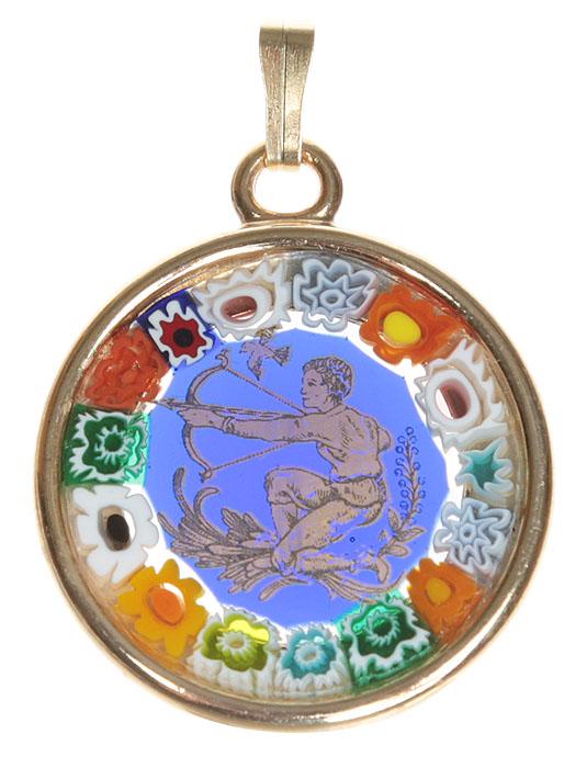 Кулон Стрелец. Муранское стекло, металл, золочение, ручная работа. Murano, Италия (Венеция)f683u9b9Кулон Стрелец, из серии Знаки зодиака. Муранское стекло, металл, золочение, ручная работа. Murano, Италия (Венеция). Диаметр - 2,5 см. Оригинальная упаковка. Каждое изделие из муранского стекла уникально и может незначительно отличаться от того, что вы видите на фотографии.