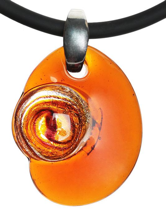 Кулон на шнурке Луна. Муранское стекло медового цвета, шнурок из каучука, ручная работа. Murano, Италия (Венеция)f683u9b9Кулон на шнурке Луна. Муранское стекло медового цвета, шнурок из каучука, ручная работа. Murano, Италия (Венеция). Размер: Кулон - 4,5 х 3,5 см. Шнурок - полная длина 45 см. Каждое изделие из муранского стекла уникально и может незначительно отличаться от того, что вы видите на фотографии.
