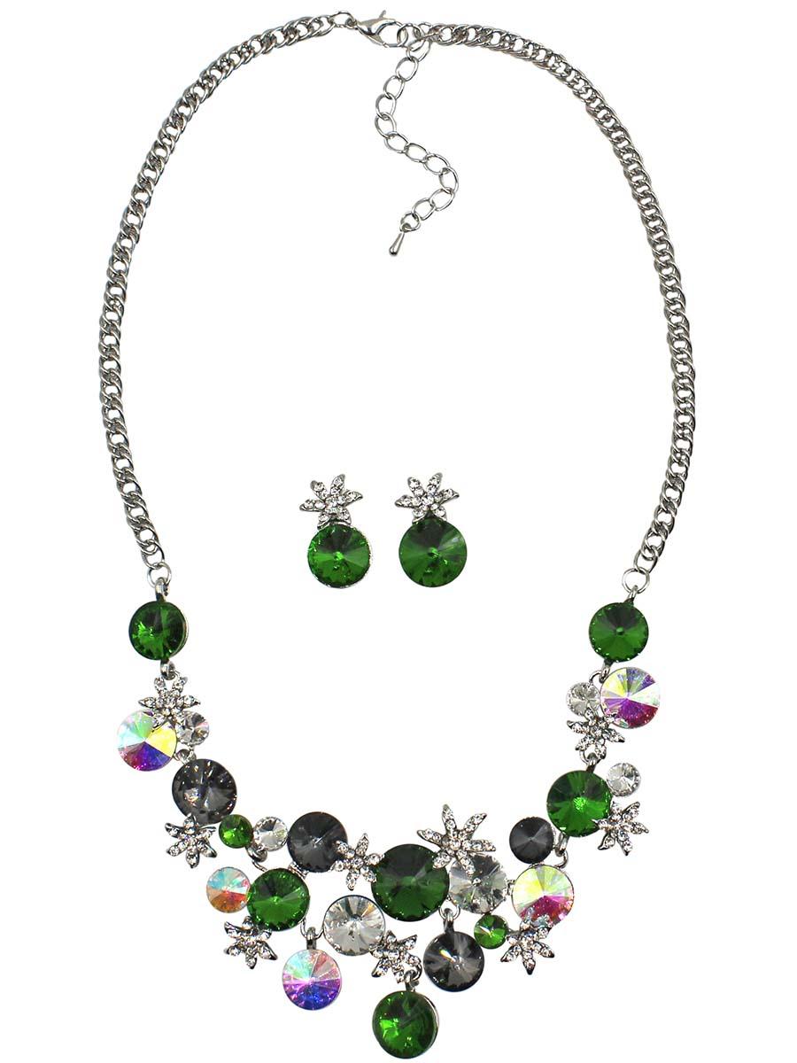 Набор бижутерии женский Taya: серьги, колье, цвет: серебро, зеленый. T-B-10840-SET-SL.GREENT-B-10840-SET-SL.GREENКомплект украшений из колье и сережек. Серьги-гвоздики с заглушкой металл-пластик. Колье выполнено в цветочной тематике. Размеры: длина 43 см + удлинение 5 см, центральная часть 15,5 х 4,5 см, серьги 2 х 1,2 см.
