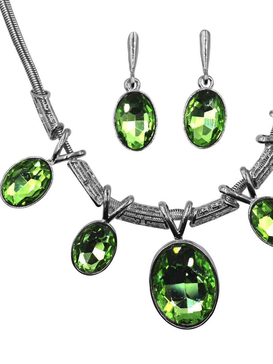 Набор бижутерии Taya: серьги, колье, цвет: серебро, светло-зеленый. T-B-11507-SET-SL.L.GREENT-B-11507-SET-SL.L.GREENНабор колье и серьги с английским замком, изготовлен из гипоаллергенного бижутерного сплава. Колье оформлено оригинальными подвесками из драгоценных камней. Серьги повторяют дизайн, они также оформлены подвижными камушками в круглой огранке.