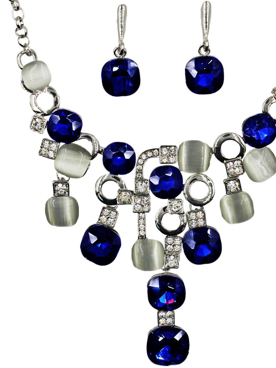 Набор бижутерии женский Taya: серьги, колье, цвет: серебро, темно-синий. T-B-11520-SET-SL.D.BLUET-B-11520-SET-SL.D.BLUEКомплект из колье и серег с английским замком. Размеры: колье: длина 49 см + удлинение 5,0 см, центральная часть 11,0 х 8,5 см, серьги: 3,3 х 1,5 см.