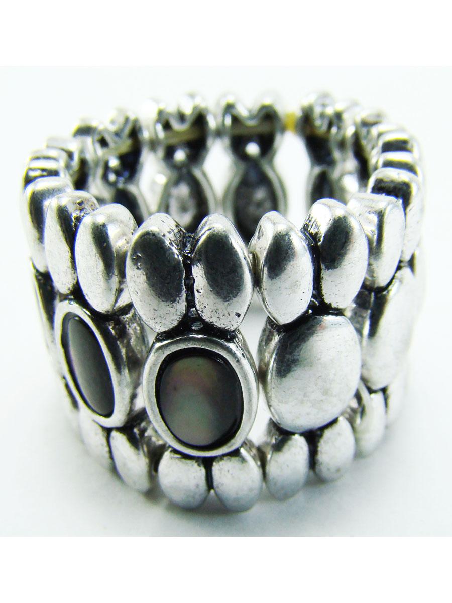 Кольцо женское Taya, цвет: серебро. T-B-8153-RING-SILVERT-B-8153-RING-SILVERСтильное безразмерное кольцо все собрано из овальных деталей. Впереди заметны три лунных кристалла. Размеры: ширина 1,7 см, безразмерное, на резинке.