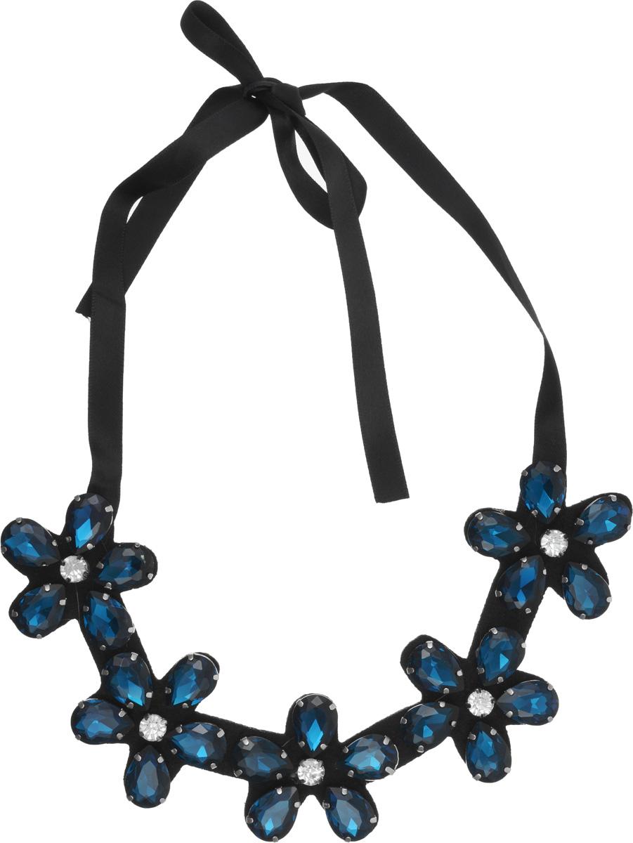 Колье-воротник Kawaii Factory Flower small, цвет: темно-синий. KW091-000134KW091-000134Оригинальный и необычный воротник в виде колье Flower small от Kawaii Factory невероятно модный тренд последних сезонов. Колье выполнено из атласной ленты, к которой прикреплены сверкающие цветы из страз насыщенного цвета. Длина лент позволяет носить колье как близко к шее, так и свободно на груди. Изделие, несмотря на его массивность, смотрится очень женственно. Это роскошное колье придаст вашему образу изюминку, подчеркнет красоту и изящество вечернего платья или преобразит повседневный наряд