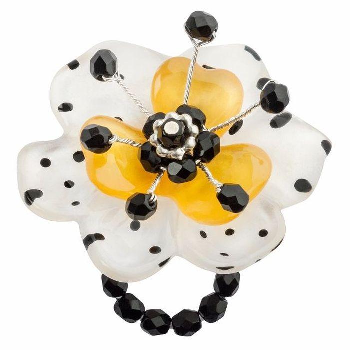 Кольцо Lalo Treasures G&G, цвет: черный, белый, желтый. R6967mR6967mИзысканное кольцо оригинального дизайна Lalo Treasures изготовлено из ювелирной смолы ярких цветов. Изделие выполнено в виде утонченного цветка. Скругленные углы элемента идеально подходят для нежных женских пальцев - изящество и сама элегантность. Очень винтажно смотрится на руке. Кольцо Lalo подчеркнет вашу утонченность и изысканный вкус. Изделие регулируется по размеру.
