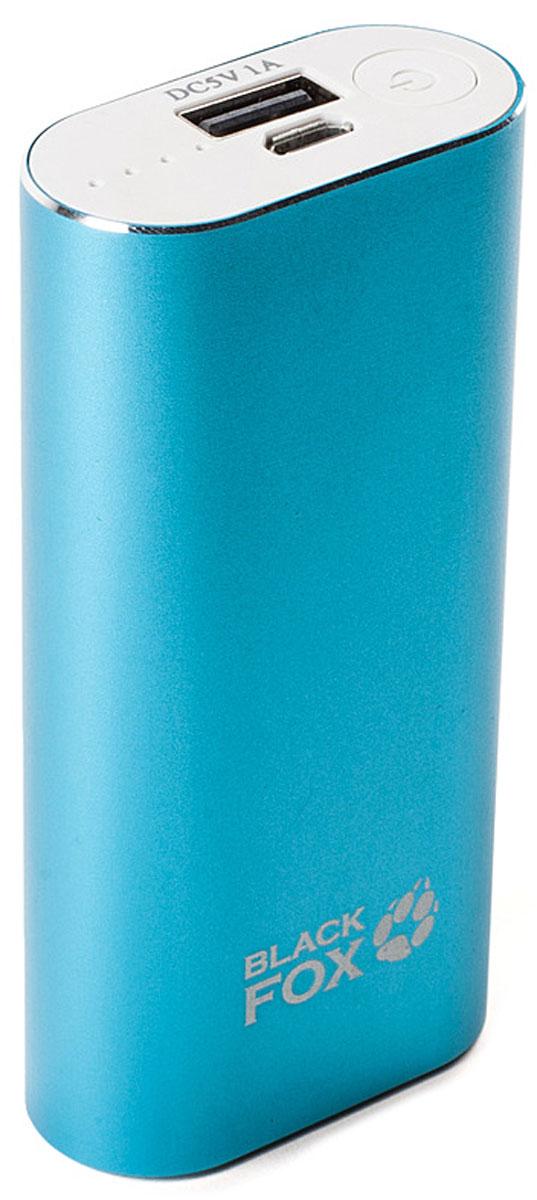 Black Fox BMP052B, Light Blue внешний аккумулятор (5000 мАч)BMP052BКорпус внешнего аккумулятора Black Fox BMP052B изготовлен из металла с использованием пластмассовых вставок. BMP052B приятен на ощупь, окрашенная поверхность имеет матовую структуру и не скользит в руках. Вес и размер устройства - небольшой, что крайне удобно при хранении и переноске. В комплекте помимо инструкции и гарантийного талона имеется кабель USB-microUSB с переходником для подключения продуктов компании Apple. Кнопка включения расположена на лицевой части устройства рядом с портами USB. Зарядка активируется автоматически. Индикация состояния имеет 4 диода, что конечно весьма относительно показывает процесс зарядки, но не стоит забывать, что BMP052B представляет собой недорогой источник дополнительной энергии.