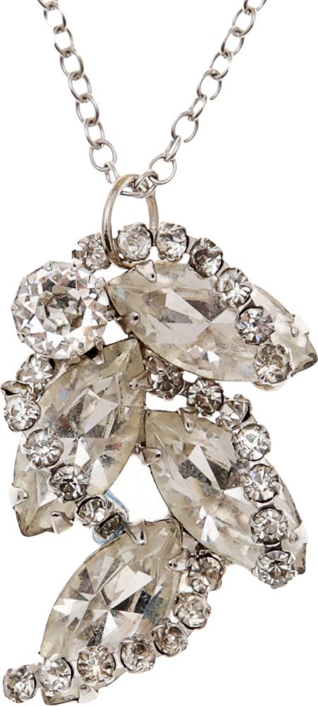 Винтажный кулон на цепочке Хрустальная ветвь. Крупные кристаллы, стразы, бижутерный сплав серебряного тона. США, 1980-е годыf533p690Винтажный кулон на цепочке Хрустальная ветвь. Крупные кристаллы, стразы, бижутерный сплав серебряного тона. США, 1980-е годы. Размер кулона 2 х 3 см. Длина цепочки 67 см. Сохранность очень хорошая.