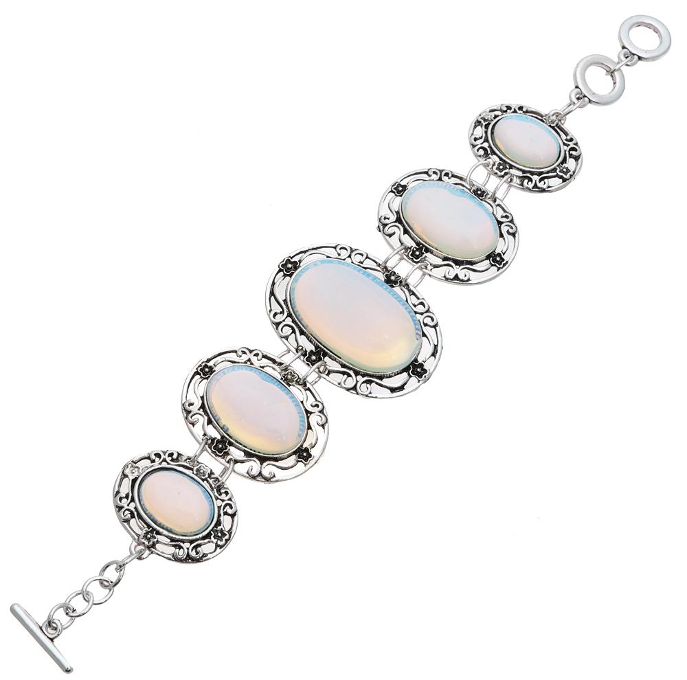Браслет Лунный свет от D.Mari. Натуральный лунный камень (прессованная крошка), бижутерный сплав серебряного тона. ГонконгER501Браслет Лунный свет от D.Mari. Натуральный лунный камень (прессованная крошка), бижутерный сплав серебряного тона. Гонконг. Размер - полная длина 17-21 см, размер регулируется за счет застежки-цепочки.