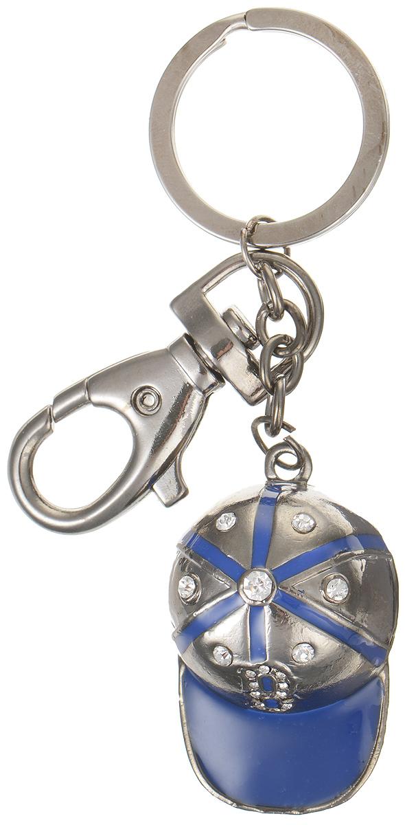 Брелок Fashion House, цвет: синий, темно-серебристый. FH26740FH26740Брелок Fashion House выполнен из металла в виде бейсболки, украшен эмалью и стразами и оснащен крупным удобным карабином. Брелок посажен на массивную эффектную цепочку и крепится к кольцу и карабину. Оригинальный брелок подчеркнет вашу индивидуальность и станет хорошим подарком вам и вашим близким.
