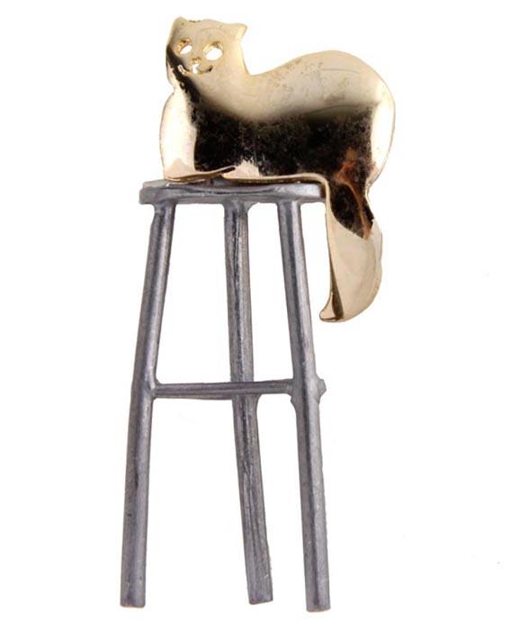 Брошь Добрый кот. Бижутерный сплав. Корея, конец XX векаОС27809Брошь Добрый кот. Бижутерный сплав. Корея, конец ХХ века. Размер 7 х 2,5 см. Сохранность хорошая. Предмет не был в использовании. Очаровательная брошь украсит повседневную одежду! Идеально подойдет для стильных и ярких.