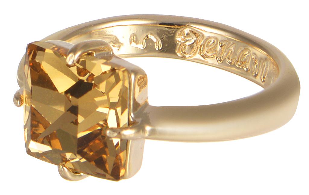 Кольцо Jenavi Циркония. Ларен SW, цвет: золотой. r664p025. Размер 19r664p025Кольцо Jenavi Ларен SW из коллекции Циркония изготовлено из гипоаллергенного ювелирного сплава с позолотой и украшено ярким кристаллом Swarovski классической квадратной формы. Очарованию этого аксессуара невозможно противостоять. Это позолоченное колечко станет прекрасным аксессуаром для современной модницы, которая любит демонстрировать передовые взгляды и надевать самые актуальные украшения. Сочетание крупного искрящего переливами солнечных бликов кристалла Swarovski с нежной элегантностью тонкого позолоченного кольца всегда будет актуальным.