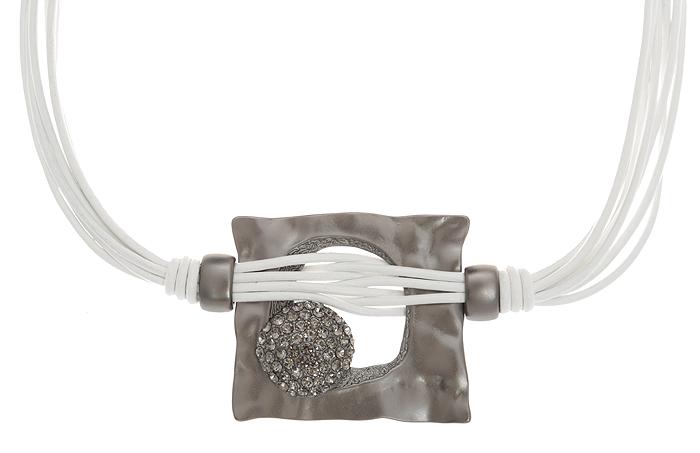 Колье Сновидения. Натуральная кожа, стразы, гипоаллергенный бижутерный сплав серебряного тона. Krikos, Испания069016-1319Колье Сновидения. Натуральная кожа, стразы, гипоаллергенный бижутерный сплав серебряного тона. Krikos, Испания. Размер - полная длина 44-52 см, размер регулируется за счет застежки-цепочки.