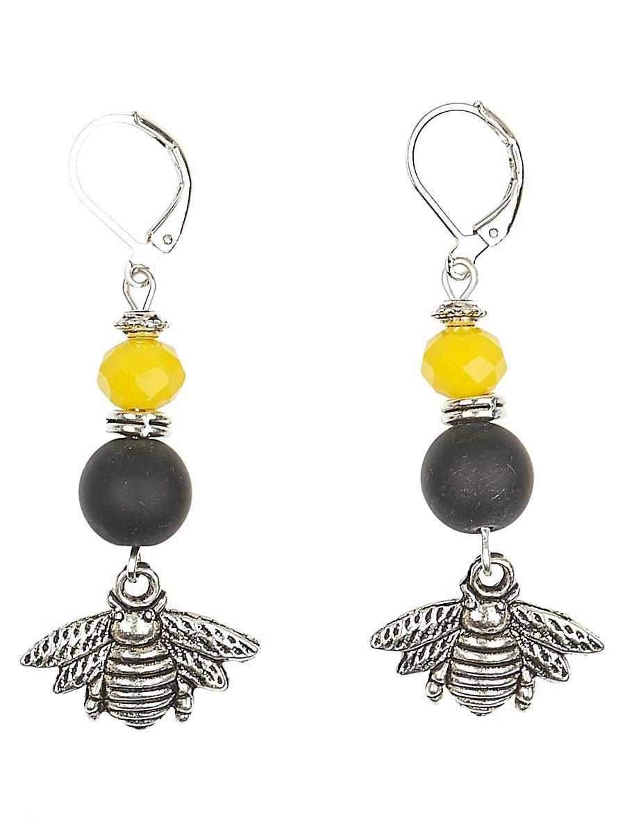 Серьги Polina Selezneva Пчелы, цвет: черный, желтый. 004-1072004-1072Серьги Пчелы выполнены из шунгита, ярко-желтых кристаллов и подвесок-пчел из сплава, они непременно будут поднимать настроение своей обладательнице, внося яркие краски в повседневный летний образ.
