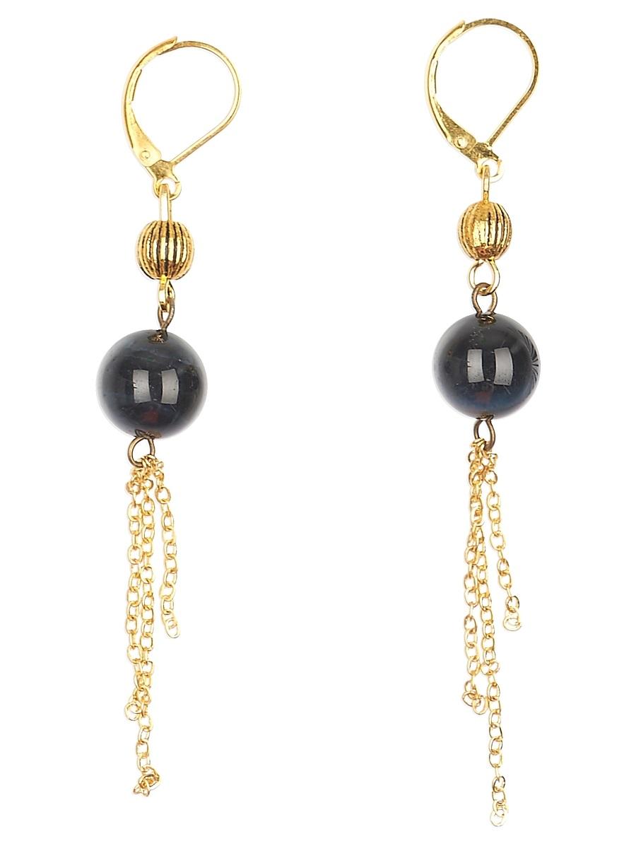 Серьги Polina Selezneva, цвет: темно-синий. 004-1079004-1079Серьги выполнены из соколиного глаза и сплава, подвесные цепочки золотистого цвета придают серьгам изящество и легкость.