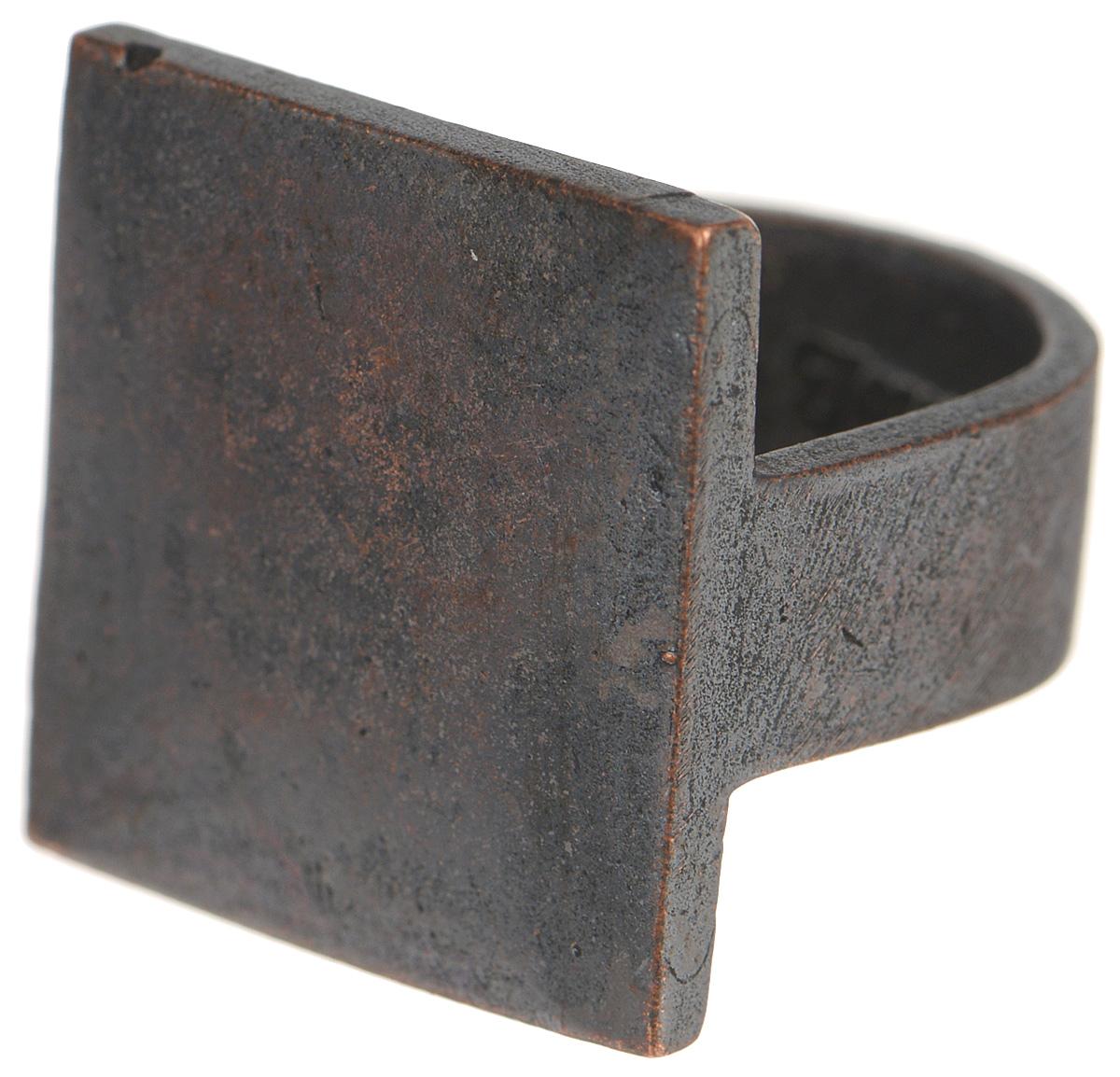 Кольцо Jenavi Mona. Хото, цвет: медный. k480c090. Размер 18k480c090Оригинальное кольцо от Jenavi Mona. Хото изготовлено из качественного металла с покрытием из оксида меди. Декоративная часть изделия выполнена в форме квадрата. Кольцо дополнено тисненой надписью с названием бренда на внутренней стороне. Такое кольцо сделает ваш образ интересным и подчеркнет вашу индивидуальность.