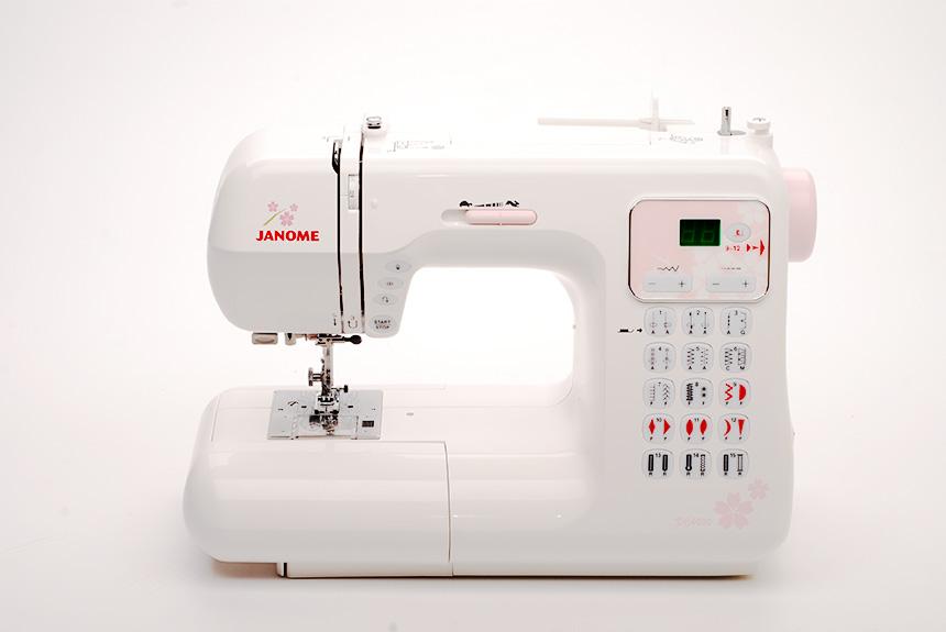 Janome DC4030, White швейная машина4030Серия швейных машин Janome DC пополнилась новой моделью DC4030. Модель, которая подойдёт как для любителя шитья, так и для профессионала. Оптимальный набор строчек, в том числе для декоративного шитья и квилтинга, 6 видов петель, включая петлю с глазком и для трикотажа. С помощью кнопки старт/стоп, используя плавную регулировку скорости, можно работать без пусковой педали. Отличительные особенности: 30 швейных операций, включая 6 петель Функция вытягивания строчки ЖК-дисплей с подсветкой Горизонтальный челнок Максимальная длина стежка до 5мм Максимальная ширина зигзага до 7мм Съемная рукавная платформа Баланс трикотажных строчек Встроенный нитевдеватель Возможность работы без педали Кнопка регулировки скорости Кнопка позиционирования иглы Кнопка точечной закрепки Регулятор давления лапки на ткань Жесткий чехол Максимальная скорость шитья с педалью 820 ст/мин ...