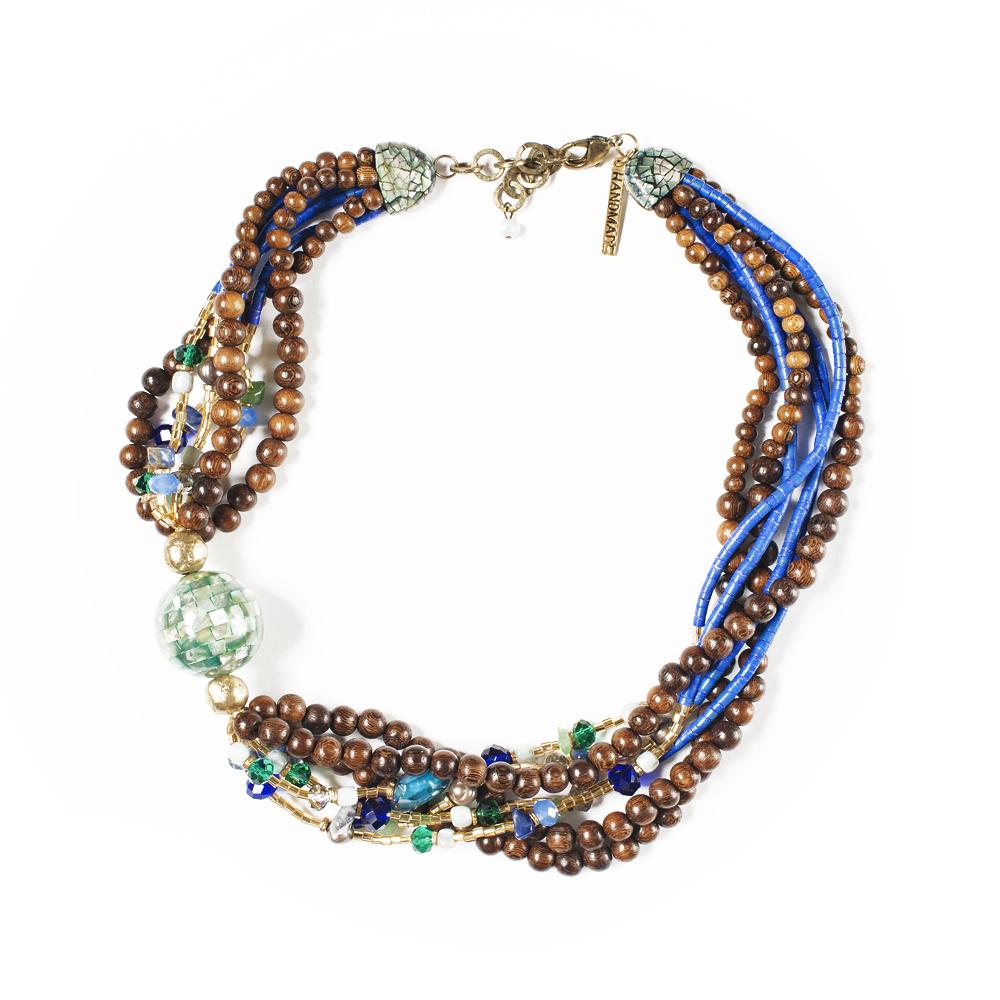 Колье Selena Enigma, цвет: зеленый, коричневый, синий. 1009249110092491Пальмовое дерево, лазурит, нефрит, искусственный жемчуг, перламутр, бисер, кристаллы Preciosa. Гальваническое покрытие: золото, длина колье 55-60 см ширина 4 см