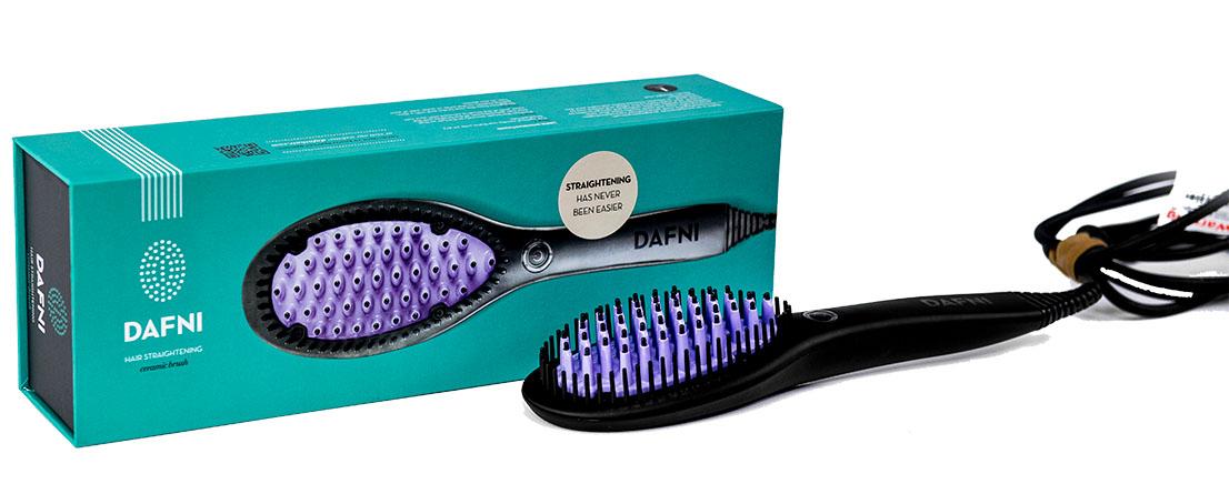 Dafni Расческа для выпрямления волос Ceramic Straightening BrushУТ-00000153Dafni ORIGINAL (ДАФНИ ОРИДЖИНАЛ) – это уникальная оригинальная расческа-выпрямитель, единственная в своем роде, которая выпрямляет волосы за три минуты, стимулирует их природный рост и укрепляет корни одновременно. Dafni очень легко и быстро разглаживает и выпрямляет волосы, потому что не требуется разделять волосы на маленькие пряди и укладывать каждую по отдельности, как с утюжком. Кроме того, утюжок требует много времени, дополнительных заколок, травмирует волосы и царапает их поверхность при натяжении. С Dafni вы просто легко прочесываете волосы от корней до самых кончиков. C Dafni очень легко выпрямить волосы на задней части головы, тогда как выпрямление феном или утюжком требует усилий, чтобы избежать заломов у корней на задней части головы. Есть множество продуктов для выпрямления волос, от фена до кератинового выпрямления, но только с расческой-выпрямителем Dafni вы получаете гарантированное и сертифицированное выпрямление без повреждений благодаря передовой технологии...