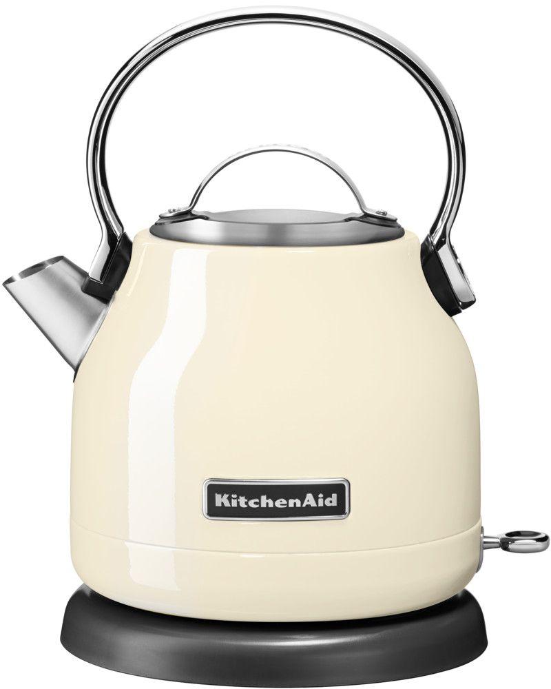 KitchenAid 5KEK1222EAC, Cream чайник электрический5KEK1222EACЭлектрический чайник KitchenAid 5KEK1222EAC объемом 1,25 л. - это стильная вещь, необходимая для идеальной чайной церемонии. Новый чайник удачно сочетает в себе ностальгическое очарование наплитных чайников, яркие фирменные расцветки и дает возможность насладиться всеми преимуществами электрического нагрева. - Быстро кипятит воду благодаря эффективному нагревательному элементу - Автоматически отключается и имеет защиту от включения без воды - На внутренней стенке чайника нанесена мерная шкала. - Широкое отверстие для наполнения водой. - Носик, предотвращающий стекание капель и брызги. - Съемный фильтр от накипи, для идеально чистой воды. - Удобная алюминиевая ручка с гладкой поверхностью и алюминиевая крышечка. - Оригинальная кнопка включения/выключения с диодной подсветкой делает управление чайником невероятно простым и комфортным. - Прочный корпус из нержавеющей стали порыт стекловидной эмалью, стойкой к сколам и царапинам. ...
