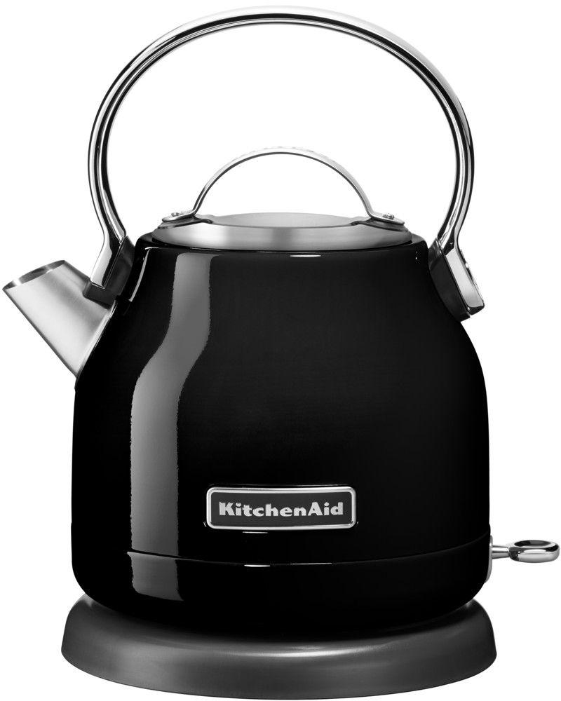 KitchenAid 5KEK1222EOB, Black чайник электрический5KEK1222EOBЭлектрический чайник KitchenAid 5KEK1222EOB объемом 1,25 л. - это стильная вещь, необходимая для идеальной чайной церемонии. Новый чайник удачно сочетает в себе ностальгическое очарование наплитных чайников, яркие фирменные расцветки и дает возможность насладиться всеми преимуществами электрического нагрева. - Быстро кипятит воду благодаря эффективному нагревательному элементу - Автоматически отключается и имеет защиту от включения без воды - На внутренней стенке чайника нанесена мерная шкала. - Широкое отверстие для наполнения водой. - Носик, предотвращающий стекание капель и брызги. - Съемный фильтр от накипи, для идеально чистой воды. - Удобная алюминиевая ручка с гладкой поверхностью и алюминиевая крышечка. - Оригинальная кнопка включения/выключения с диодной подсветкой делает управление чайником невероятно простым и комфортным. - Прочный корпус из нержавеющей стали порыт стекловидной эмалью, стойкой к сколам и царапинам. ...