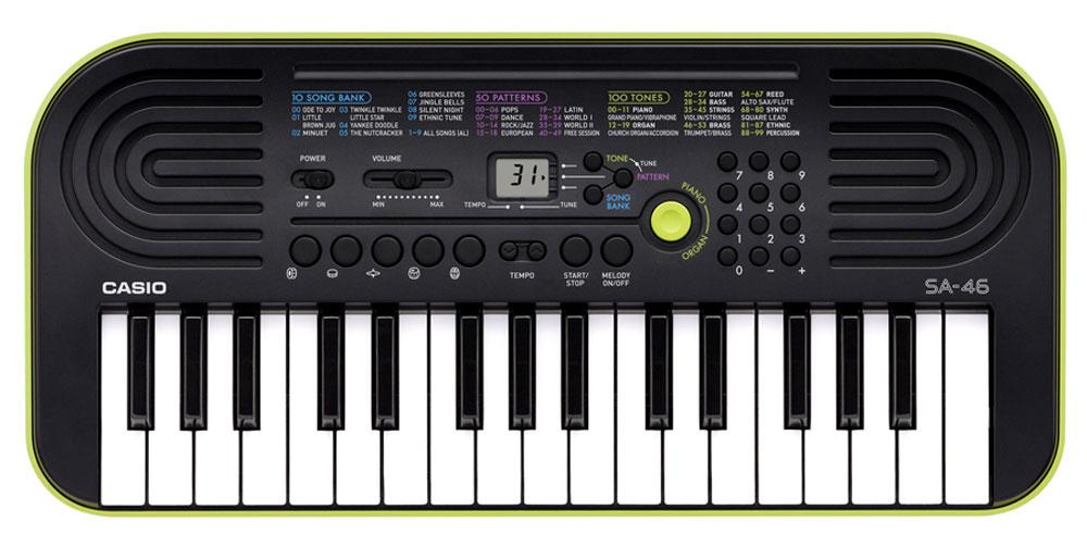 Casio SA-46, Green цифровой синтезаторSA-46Цифровой синтезатор Casio SA-46, несмотря на малый размер и всего лишь 32 клавиши, это не просто игрушка, а полноценный музыкальный инструмент для начинающих. Во-первых, в нем присутствуют солидная 8-ми нотная полифония и прекрасное звучание всех 100 встроенных тембров и 50 стилей. А во-вторых, мини клавиатура данной модели отлично подходит для детских пальчиков. Ваше любимое звучание одним нажатием: кнопка переключения фортепиано / органа дает возможность быстрого выбора звучания. Для переключения достаточно нажать на кнопку. Обширный репертуар из 100 тембров предлагает великолепное качество. Мелодии на каждый вкус: 100 мелодий для разучивания дают возможность освоить разные стили. Наглядно и удобно: ЖК дисплей обеспечивает быстрый доступ ко всем функциям инструмента. Выбери правильный ритм. Барабанные пэды - замечательное введение в мир цифровых ударных инструментов. Пять кнопок, для отдельного барабана или перкуссии...
