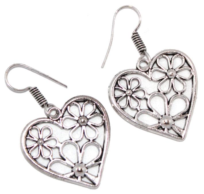 Серьги Ethnica Сердечки, цвет: серебряный. 322045_4322045-серебряный-4Серьги Ethnica Сердечки выполнены из металла в форме сердец. Изделие оснащено удобным замком-петлей.