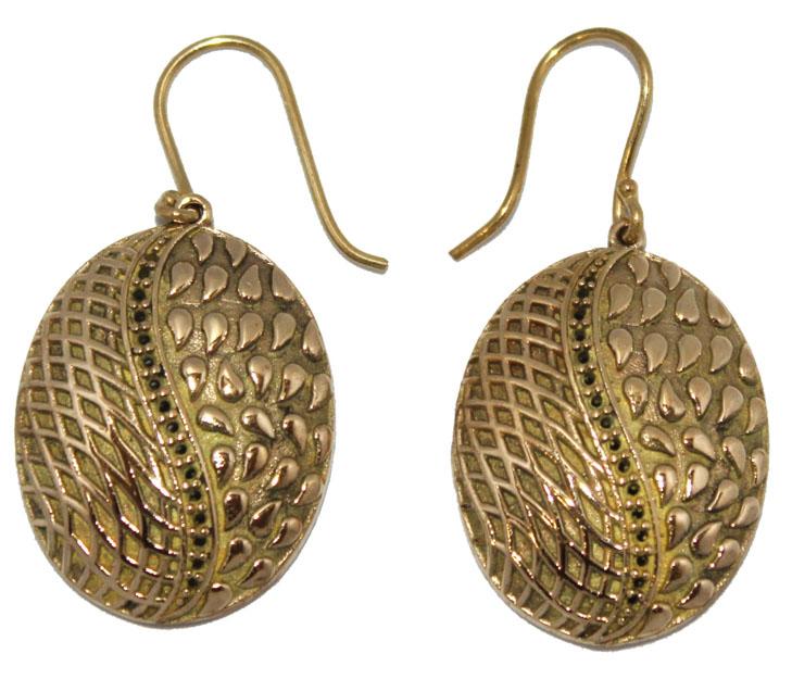Серьги Ethnica, цвет: золотой. 330095330095-золотойСерьги Ethnica выполнены из металла в овальной форме и декорированы стразами. Изделие оснащено удобным замком-петлей.