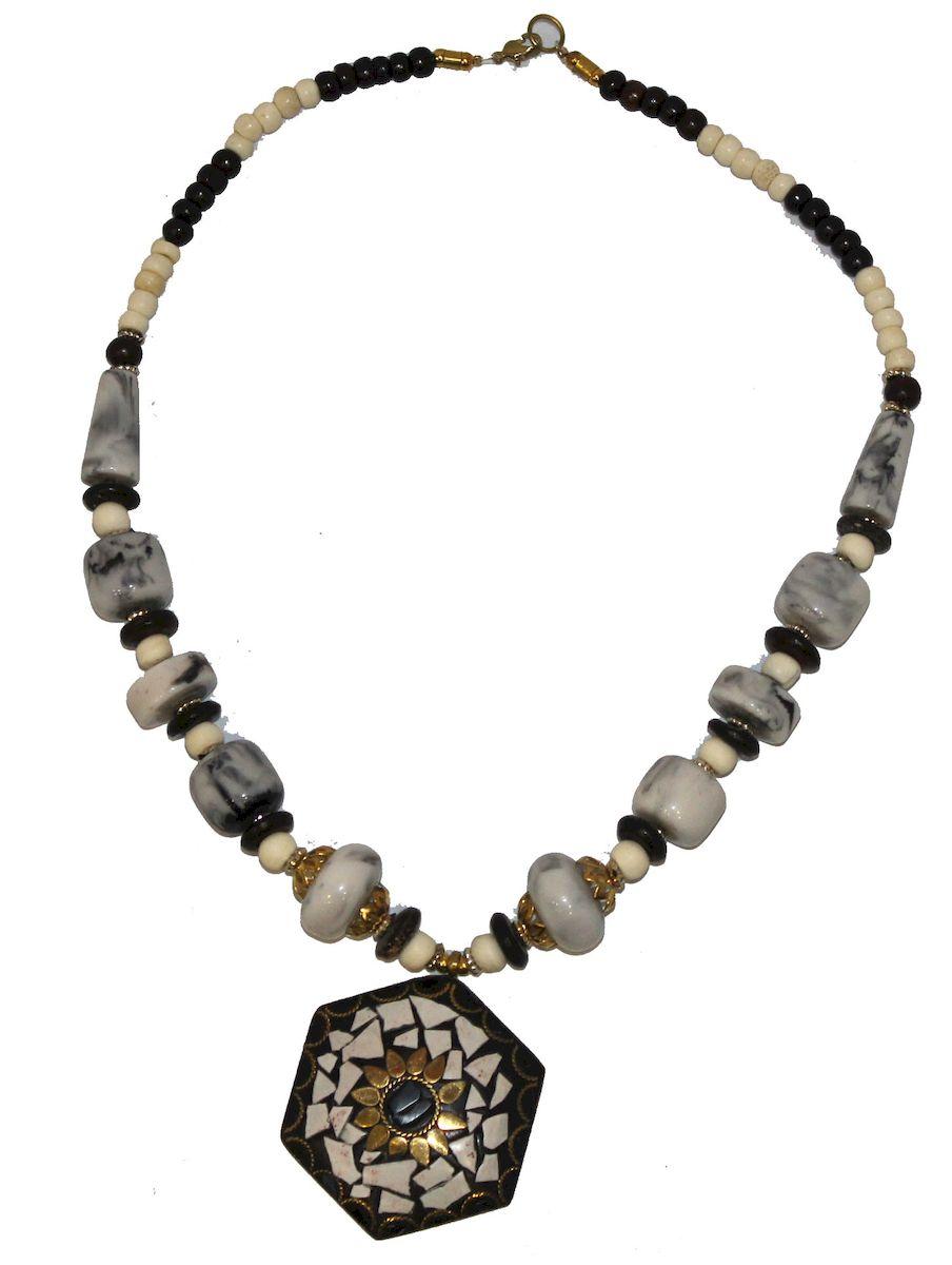 Ожерелье Ethnica, цвет: мультиколор. 348150_1348150-мультиколор-1Роскошное ожерелье от Ethnica оформлено бусинами разного диаметра и дополнено оригинальной подвеской. Изделие застегивается на замок-карабин.