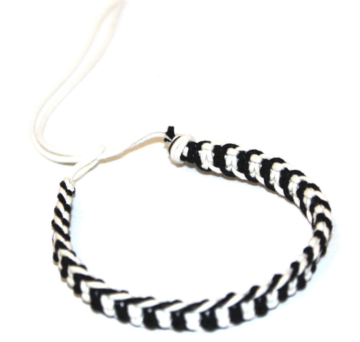 Браслет-фенечка Ethnica, цвет: черно-белый. 337012337012-черно-белыйОригинальный браслет-фенечка Ethnica выполнен из разноцветных нитей. Браслет регулируется по размеру при помощи скользящего замка.