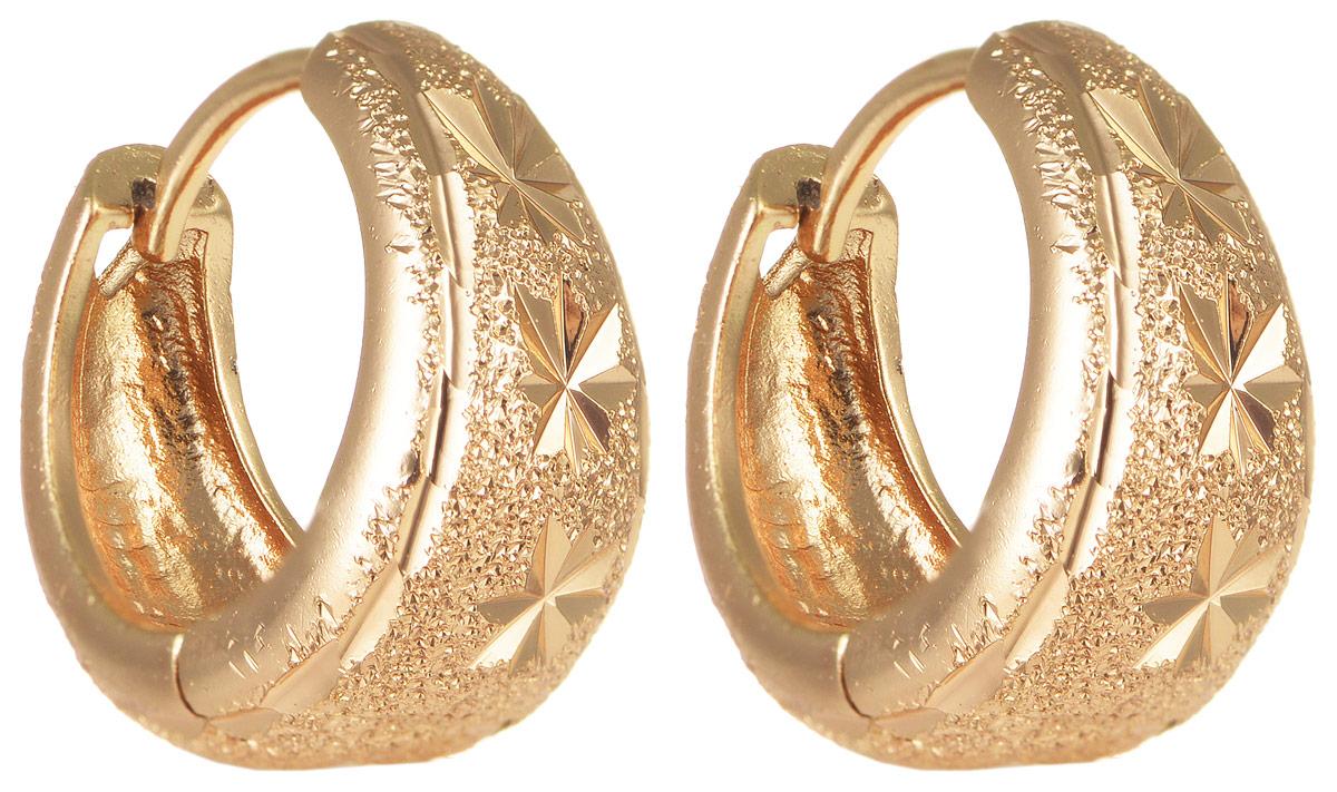 Серьги Taya, цвет: золотистый. T-B-11687T-B-11687-EARR-GOLDЭлегантные серьги Taya выполнены из бижутерного сплава и оформлены оригинальным дизайном. Застегивается изделие с помощью замка-конго. Такие серьги внесут изюминку, как в повседневный, так и в выходной образ и позволят выделиться среди окружающих.