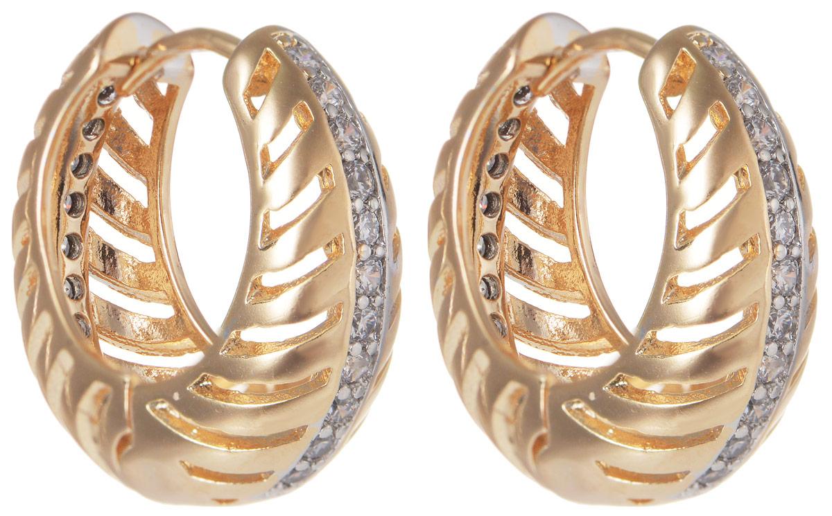 Серьги Taya, цвет: золотистый. T-B-11689T-B-11689-EARR-GOLDМодные позолоченные серьги Taya изготовлены из бижутерного сплава и оформлены цирконами. застегивается изделие с помощью замка-конго. Оригинальные серьги внесут изюминку, как в повседневный, так и в выходной образ и позволят выделиться среди окружающих.