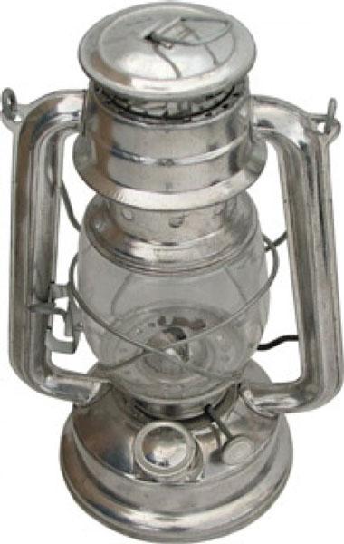Настольный светильник FIT 67600102320Керосиновая лампа, высотой 24 см, применяется для освещения небольшого помещения при отсутствии электричества, либо пригодится в качестве источника света в саду или на даче. Простая и удобная в использовании керосиновая лампа FIT выполнена из металла, колба - из жаропрочного стекла. Для повышения безопасности лампа оснащена защитной решеткой и устойчивой подставкой. Лампа работает на керосине и лампадном масле. Керосиновая лампа FIT прольет свет на многие тайны - от ее тихого огня беседы станут откровенней, чай вкуснее, а вечер длиннее и романтичней.