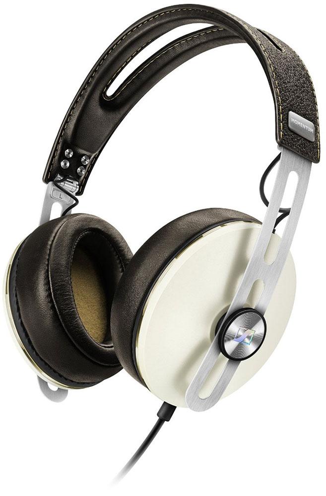 Sennheiser Momentum 2.0 Around-Ear (S), Ivory наушники506383Наушники второго поколения Sennheiser Momentum 2.0 Around-Ear отличаются повышенным комфортом, складной конструкцией и односторонним сменным кабелем с пультом управления и микрофоном. Sennheiser Momentum 2.0 оснащены новыми 18-омными преобразователями Sennheiser, которые гарантируют полное, детальное звучание и широкую звуковую картину. В наушниках используются амбушюры новой, ассиметричной конструкции из роскошной мягкой кожи для лучшего комфорта и снижения влияния окружающего шума.